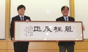 Sohn Suk-hee Receives the 20th Simsan Prize